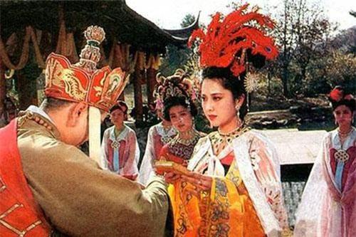 Tây Lương nữ vương có tình cảm với Đường Tăng ngay từ cái nhìn đầu tiên.