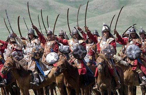 Đội kỵ binh của Thành Cát Tư Hãn sở hữu sức mạnh đáng gờm, sự thiện chiến đáng kinh ngạc, mỗi lần vó ngựa của quân Mông Cổ đi đến đâu là chiến thắng vang dội ở đó. Dưới sự thống lĩnh của một thiên tài quân sự kiệt xuất và một đội kỵ binh bất bại, họ đã tạo ra một đế chế rộng lớn và hùng mạnh nhất trong lịch sử nhân loại. Bí quyết nào đã tạo nên sức mạnh phi thường cho đội kỵ binh bất bại nổi tiếng lịch sử này?
