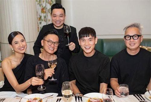 Mới đây, Hoa hậu Dương Mỹ Linh bất ngờ xuất hiện rạng rỡ bên bạn trai Tôn Bảo Anh trong một buổi tiệc cùng bạn bè. Ngoài nhan sắc xinh đẹp của Mỹ Linh, dung mạo của bạn trai cô cũng khiến nhiều người chú ý.