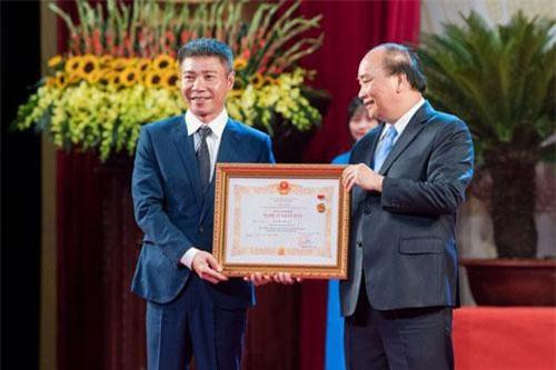 Chiều 29/8, nghệ sĩ Công Lý đã hạnh phúc đón nhận danh hiệu NSND do Thủ tướng Nguyễn Xuân Phúc trao tặng.