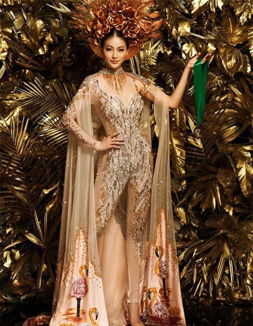 """Sau gần 1 năm sở hữu danh hiệu """"Miss Earth - Hoa hậu trái đất 2018"""", Phương Khánh vừa quyết định thực hiện bộ ảnh kỉ niệm và diện lại bộ trang phục đã giúp cô dành chiến thắng tại phần thi """"Trang phục dân tộc đẹp nhất""""."""