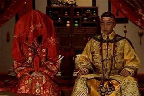 Các hoàng đế trong lịch sử Trung Quốc sở hữu tam cung lục viện, thất thập nhị phi tần, nhưng cả đời chỉ kết hôn một lần (Đại hôn lễ). Tuy nhiên, nếu hoàng hậu bị phế truất thì hoàng đế có cơ hội tổ chức lại Đại hôn lễ.