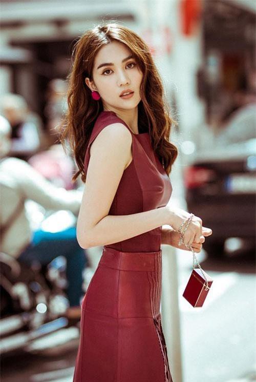 Năm 2011, người đẹp 8x đoạt giải Hoa hậu Việt Nam Quốc Tế.