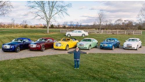 Hãng xe siêu sang Rolls-Royce Motor Cars cho biết họ có rất nhiều màu sắc trong bộ sưu tập Bespoke của mình. Nhưng ngoài những màu có sẵn, hãng này cũng sẵn lòng cung cấp tùy chọn màu riêng biệt cho từng cá nhân. Trong số những khách hàng giàu có của hãng, ông Michael Fux có lẽ là người đặc biệt nhất.