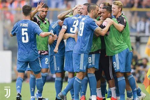 8. Juventus (giá trị đội hình: 886,2 triệu euro).