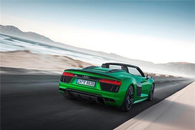 Siêu xe mui trần Aston Martin DBS Superleggera Volante. Động cơ 12V, công suất 715 mã lực giúp chiếc mui trần đạt tốc độ tối đa 340 km/h. Đây cũng là siêu xe mui mềm nhanh nhất của Aston Martin. Tất nhiên, số tiền người mua chi ra không mềm chút nào – 350.000 USD.