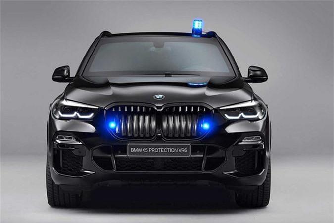 """Mới đây, hãng xe sang xứ Baravia - BMW đã chính thức giới thiệu tới các khách hàng VIP của hãng trên toàn thế giới mẫu SUV Bọc thép hạng sang X5 Protection VR6. BMW X5 Protection VR6 ngoài sở hữu diện mạo bảnh bao, lịch lãm, một không gian nội thất sang trọng cùng đầy đủ tiện nghi thì còn là một """"pháo đài di động"""" thực sự, giúp bảo vệ chủ nhân an toàn tuyệt đối trước các cuộc tập kích của quân địch."""