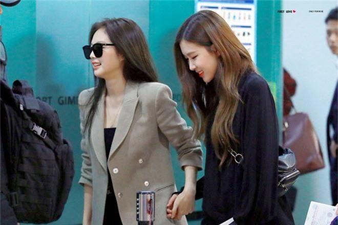 Chưa đầy một tháng, cả Jennie và Rosé đều có động thái bất mãn với YG: Chuyện gì đang xảy ra với BLACKPINK thế này? - Ảnh 5.