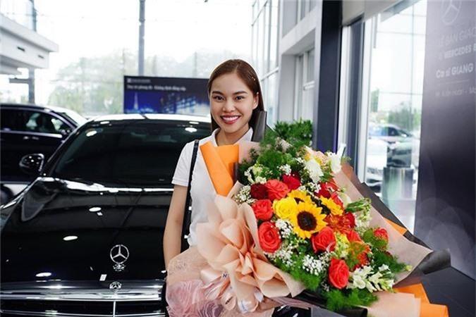 Giang Hong Ngoc tau xe sang Mercedes-Benz E-Class hon 2 ty-Hinh-3
