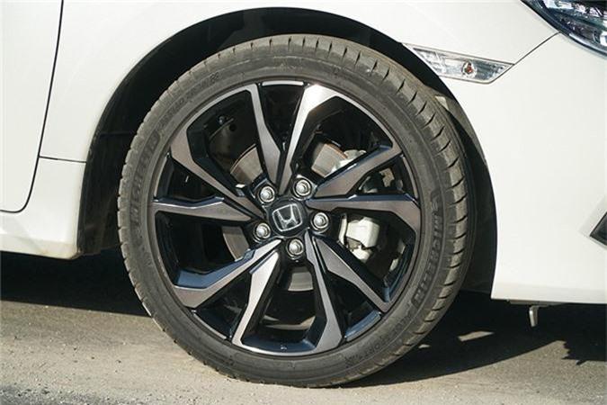 Trai nghiem Honda Civic RS moi tu 929 trieu tai Viet Nam-Hinh-5
