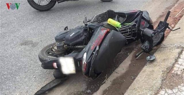 Xe máy tự gây tai nạn khiến 2 người chết, 1 người bị thương - Ảnh 1.