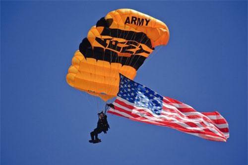 Quân đội Mỹ vừa có màn trình diễn với lực lượng không quân và phương tiện mặt đất cực kỳ hoành tráng tại căn cứ sân bay quân sự Malmstrom tại Montana. Nguồn ảnh: BI.