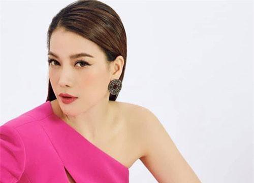 Trương Ngọc Ánh đang vướng tin đồn tình cảm với nam diễn viên kém 14 tuổi Anh Dũng. Hiện tại, trước nghi vấn này, phía nữ diễn viên chưa lên tiếng.