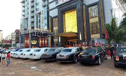 Dàn xe Rolls-Royce trăm tỷ khai trương sòng bạc ở Campuchia.