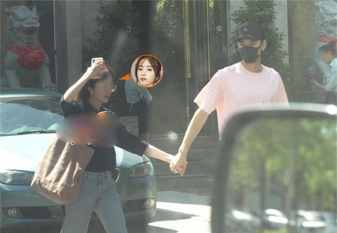 Cặp đôi chị - em mới của Cbiz: Nam chính Đông Cung lộ ảnh hẹn hò siêu ngọt ngào với mỹ nhân Tần Thời Minh Nguyệt - Ảnh 3.