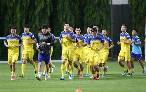 Đội tuyển Việt Nam tập luyện trước khi chốt danh sách đi Thái Lan, ảnh: Minh Phương