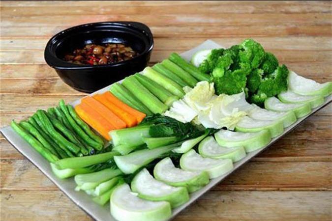 Bỏ dầu ăn vào luộc rau rau ngon hơn
