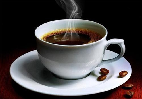 Cà phê chứa caffeine giúp giãn nở mạch máu, chống lại cơn đau đầu bằng cách cho làm giảm áp lực từ trong hộp sọ, giúp đầu óc trở nên tỉnh táo, minh mẫn hơn. Ảnh: songkhoe.
