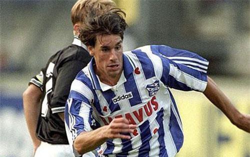 Trước khi thành danh tại M.U và Real Madrid, Ruud Van Nistelrooy từng trưởng thành từ CLB SC Heerenveen - đội bóng vừa chiêu mộ Đoàn Văn Hậu