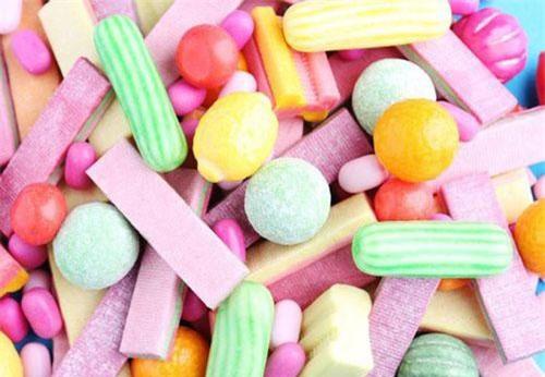 Kẹo cao su đã bị cấm từ năm 1992 tại Singapore - quốc đảo nổi tiếng về sự sạch sẽ. Ảnh: wp.