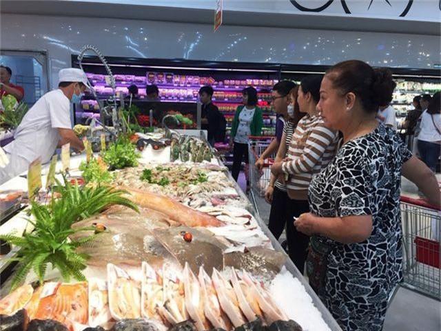 """Dân buôn hải sản """"hốt bạc"""" dịp lễ 2/9, nhiều điểm bán bỏ túi hàng trăm triệu - 3"""