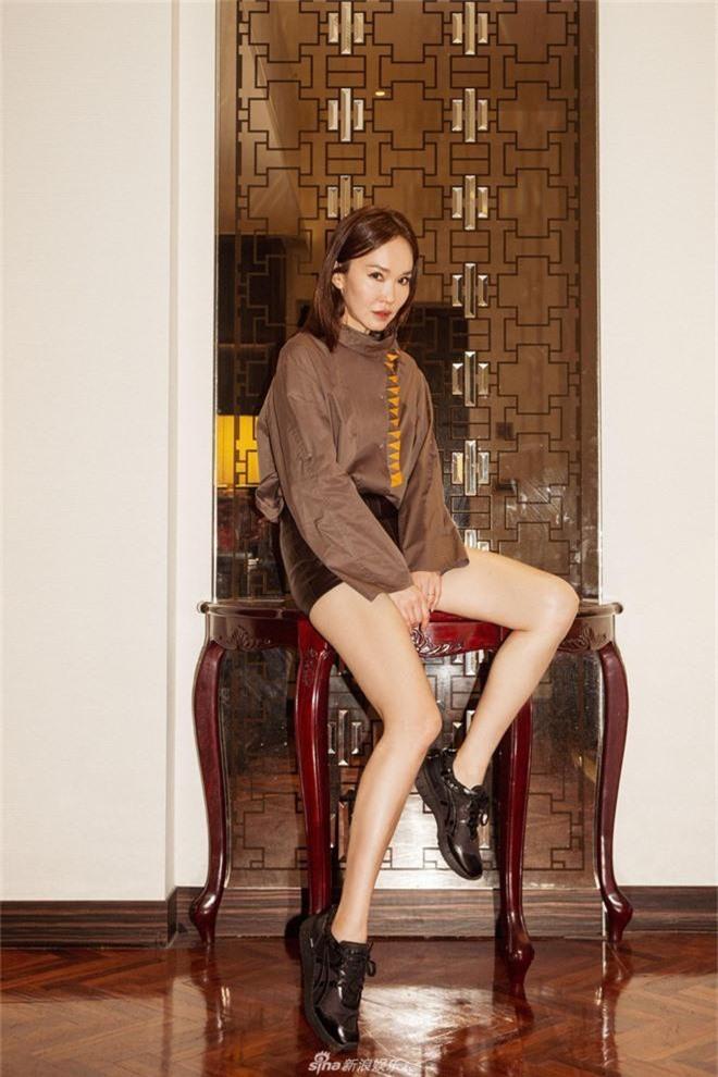 Không thể ngờ đây là Tiểu Long Nữ Phạm Văn Phương: U50 nhưng sành điệu, hack tuổi khó tin - Ảnh 5.