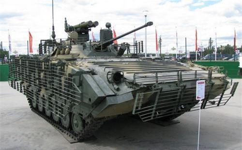 Xe chiến đấu bộ binh BMP-2M Berezhok với gói trang bị B05S011. Ảnh: Sputnik.