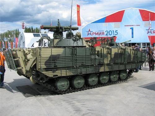 Xe chiến đấu bộ binh BMP-2M Berezhok B05S011 nhìn từ bên hông. Ảnh: Sputnik.