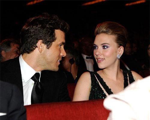 Ryan Reynolds kết hôn với Scarlett Johansson nhưng cuộc hôn nhân của họ nhanh chóng chấm dứt.