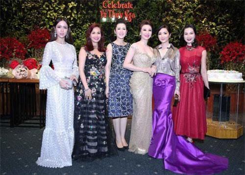 Doanh nhân Vũ Thuý Nga vừa vinh dự giành được danh hiệu Hoa hậu doanh nhân thành đạt thế giới. Trở về Việt Nam, những người anh em của chị, những doanh nhân thành đạt đã có buổi tiệc tri ân ấm cúng như một món quà chúc mừng cho thành công của người đẹp.