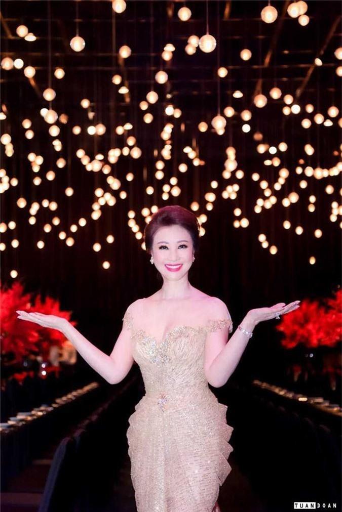 Dan my nhan Giang My, Vu Thuy Nga, Vu Ngoc Anh khoe nhan sac long lay hinh anh 6