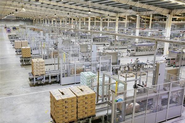 Siêu nhà máy sữa Mega của Vinamilk tại Bình Dương được vận hành dựa trên giải pháp tự động hóa Tetra Plant Master cho phép kết nối và tích hợp toàn bộ nhà máy từ nguyên liệu đầu vào cho đến thành phẩm.