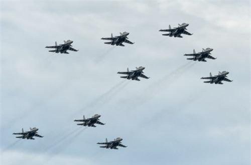 Không quân Malaysia huy động gần như toàn bộ trang bị hiện đại nhất tham gia cuộc tập trận. Trang bị chiến đấu cơ của Malaysia hết sức đa dạng, họ mua từ Nga, Mỹ, Anh. Ảnh: Dambiev