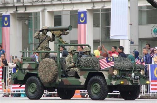 Trong ảnh, tổ hợp tên lửa chống tăng ERYX (Pháp) gắn trên xe cơ giới Mercedes-Benz G-Class trang bị cho Quân đội Malaysia. Ảnh: dambiev