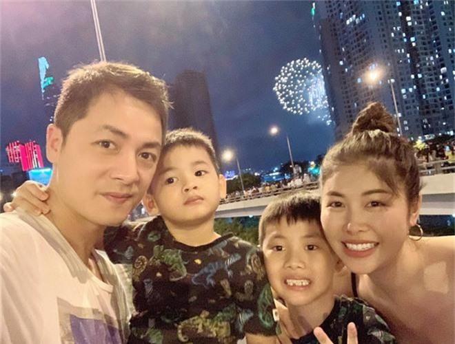 Sao Vbiz ngắm pháo hoa đón Quốc Khánh bên nhau, tình nhất là cặp đôi Kỳ Duyên - Minh Triệu - Ảnh 7.