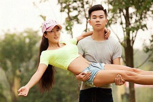 Hai mẹ con nhà cô Lưu Diệp Lâm.