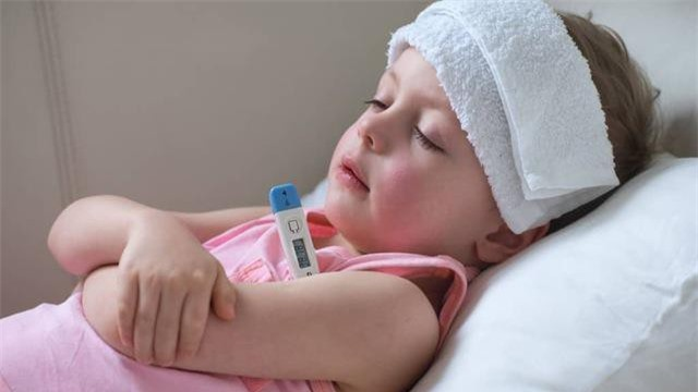 8. Nguyên nhân làm tăng nguy cơ mắc bệnh ung thư bạch cầu là do tiếp xúc tia xạ