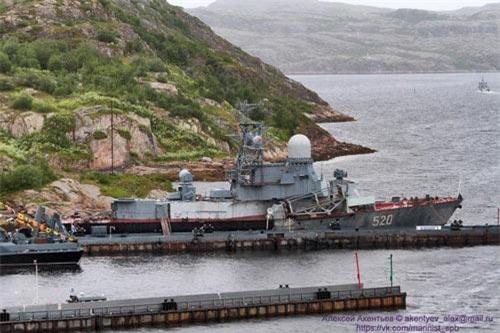 """Mới đây, một số trang mạng quân sự Nga đăng hình ảnh """"tàn tạ"""" tàu tên lửa mang số hiệu """"520"""" trông khá giống với kết cấu tàu tên lửa tấn công nhanh Đề án 1234 Ovod (NATO gọi là Nanuchka). Theo các nguồn tin, đây là bằng chứng thất bại của kế hoạch đầy tham vọng tích hợp tên lửa hành trình P-800 Yakhont lên tàu tấn công nhanh cỡ 700 tấn. Ảnh: Vk"""
