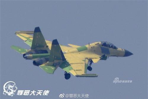 Máy bay tác chiến điện tử trên hạm J-15D của Không quân Hải quân Trung Quốc. Ảnh: Sina.