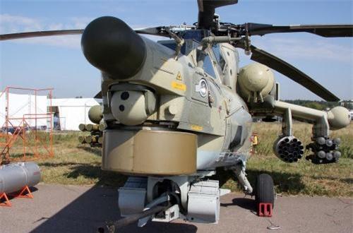 Hệ thống điện tử trên Mi-28NE được nâng cấp rất mạnh, vượt xa các thế hệ Mi-24/35 huyền thoại. Trên trực thăng trang bị radar sóng mm ở trục đỉnh cánh quạt, cảm biến quang – điện tử và thậm chí có cả hệ thống đối kháng điện tử. Ảnh: Wikipedia