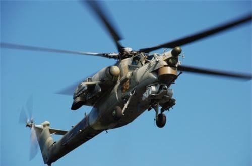 Khả năng sống sót của Mi-28NE cũng được nâng cấp khi buồng lái được bọc giáp dày, kính chắn gió có thể chống được đạn súng máy 12,7-14,5mm. Ngoài ra, trong máy bay còn tích hợp hệ thống chữa cháy tự động bảo vệ thiết bị điện, thủy lực... Khoang động cơ cũng được cách nhiệt, thùng nhiên liệu có thể tự hàn khi bị bắn trúng tránh rò rỉ nhiên liệu cũng như cháy nổ... Ảnh: Wikipedia