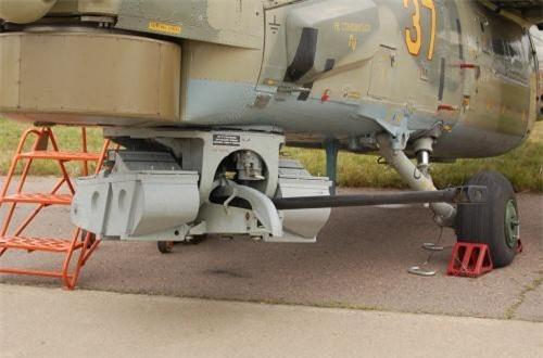 Với vai trò chống tăng, chống bộ binh, yểm trợ hỏa lực tầm gần, Mi-28NE tích hợp nhiều loại vũ khí hiện đại, chính xác cao. Đầu tiên, ở mũi máy bay nó được trang bị ụ pháo quay 2A42 30mm có thể bắn thủng vỏ xe bọc thép ở cự ly 1,5km. Ảnh: Wikipedia
