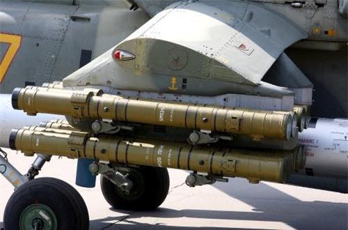Đặc biệt, trên hai cánh nhỏ máy bay mang được 16 tên lửa chống tăng Ataka-V có tầm bắn 8km, có thể xuyên thủng hầu hết các dòng xe tăng hiện đại nhất. Ảnh: Wikipedia