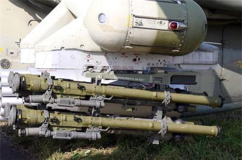 Bên cạnh đó, có thể tùy chọn mang 8 tên lửa không đối không Igla-V để tấn công mục tiêu tầm thấp. Ảnh: Wikipedia
