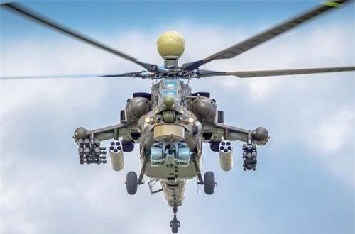 Hoặc người ta có thể kết hợp tất cả vào một chiếc Mi-28NE để làm mọi nhiệm vụ trong một chuyến bay, chống tăng, tự vệ phòng không, chống bộ binh… Trong ảnh, Mi-28NE với 6 tên lửa Ataka-V, 4 tên lửa Igla-V, 2 thùng phóng rocket 80mm và pháo 30mm. Ảnh: Wikipedia