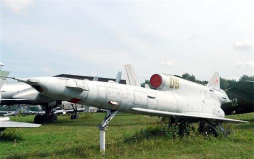 Loại máy bay do thám được Liên Xô sử dụng nhiều bậc nhất trong Chiến tranh Lạnh là loại Tupolev Tu-141. Đây là loại máy bay do thám được phát triển từ dòng Tu-123 và được Liên Xô sử dụng từ năm 1979 cho tới tận năm 1989.