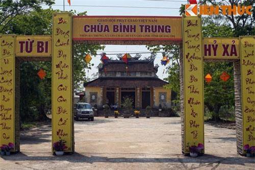 Nằm ở làng Hà Trung, xã Gio Châu, huyện Gio Linh, tỉnh Quảng Trị, chùa Bình Trung, còn được gọi là chùa Bảo Đông, là một ngôi chùa có giá trị khá đặc biệt về văn hóa lịch sử của Việt Nam.