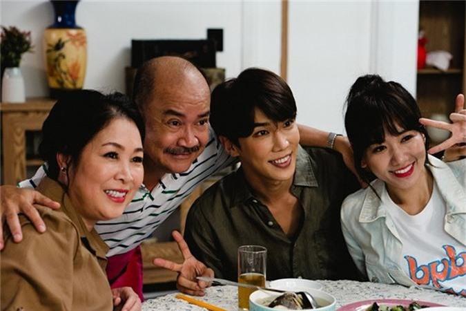 """Hari Won """"om ap"""" trai la sau on ao doc Chau Bui thanh tu nhay cam-Hinh-9"""