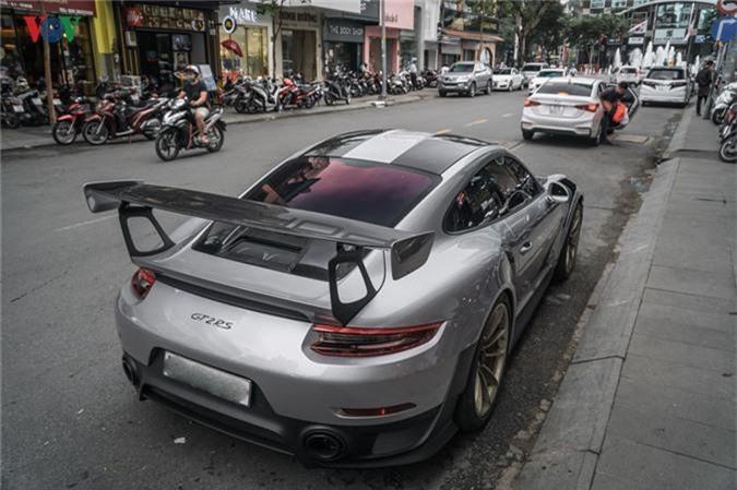 Tại Việt Nam, hiện chỉ có 3 chiếc 911 GT2 RS và chỉ một trong số đó được trang bị gói nâng cấp Weissach.