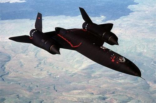 SR-71 có hình dạng máy bay cực kỳ lạ lùng ở thời điểm đó cũng như hiện tại, trông nó toát lên vẻ huyền bí khiến người ta thậm chí liên tưởng tới UFO. Ảnh: Wikipedia
